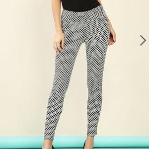Pants - Papaya Diamond Patterned Skinny Dress Pants NWT